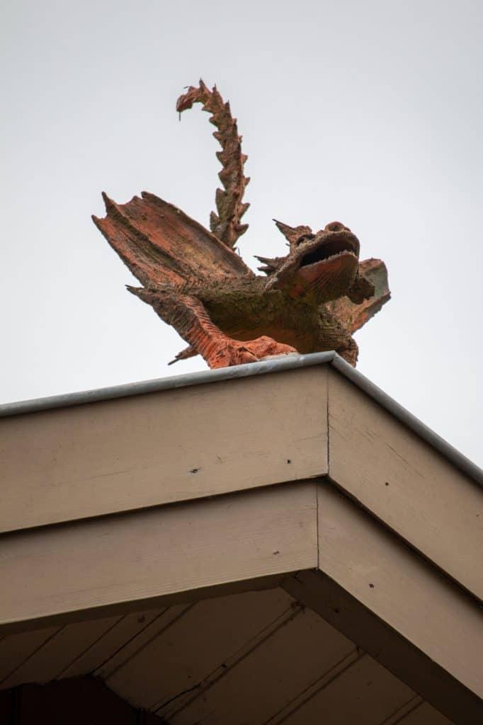 Renovierter Drache auf dem Dachfirst der Güterhalle Höchst