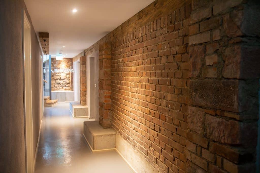 Sanierter Keller mit Mauerwerk der Güterhalle Höchst