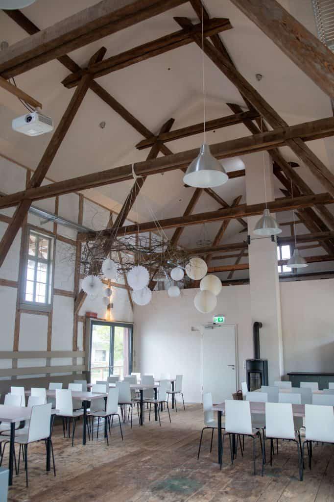 Festraum der Güterhalle Höchst mit Blick auf Kamin und Dachkonstruktion