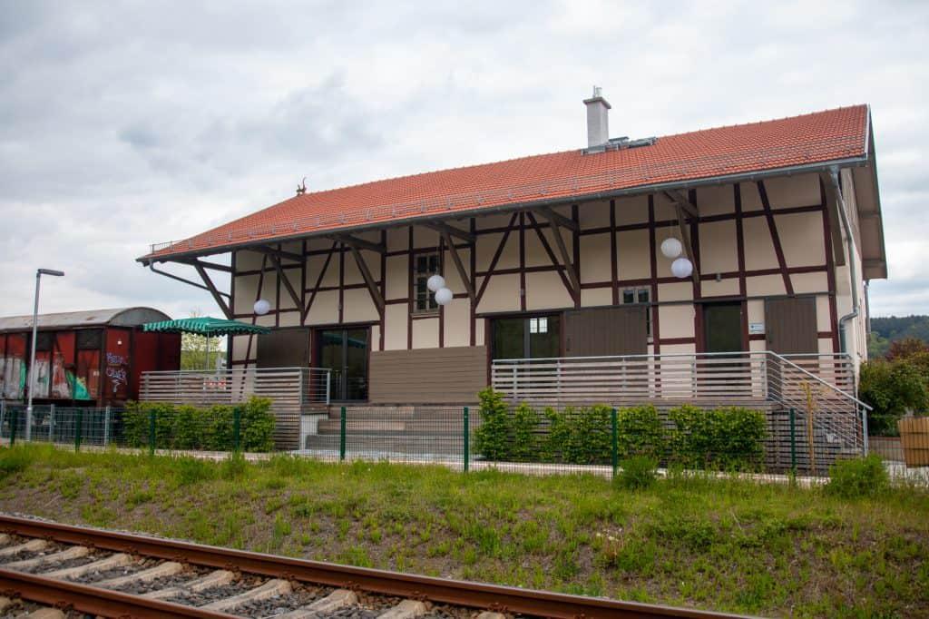 Güterhalle Höchst von den Schienen aus gesehen