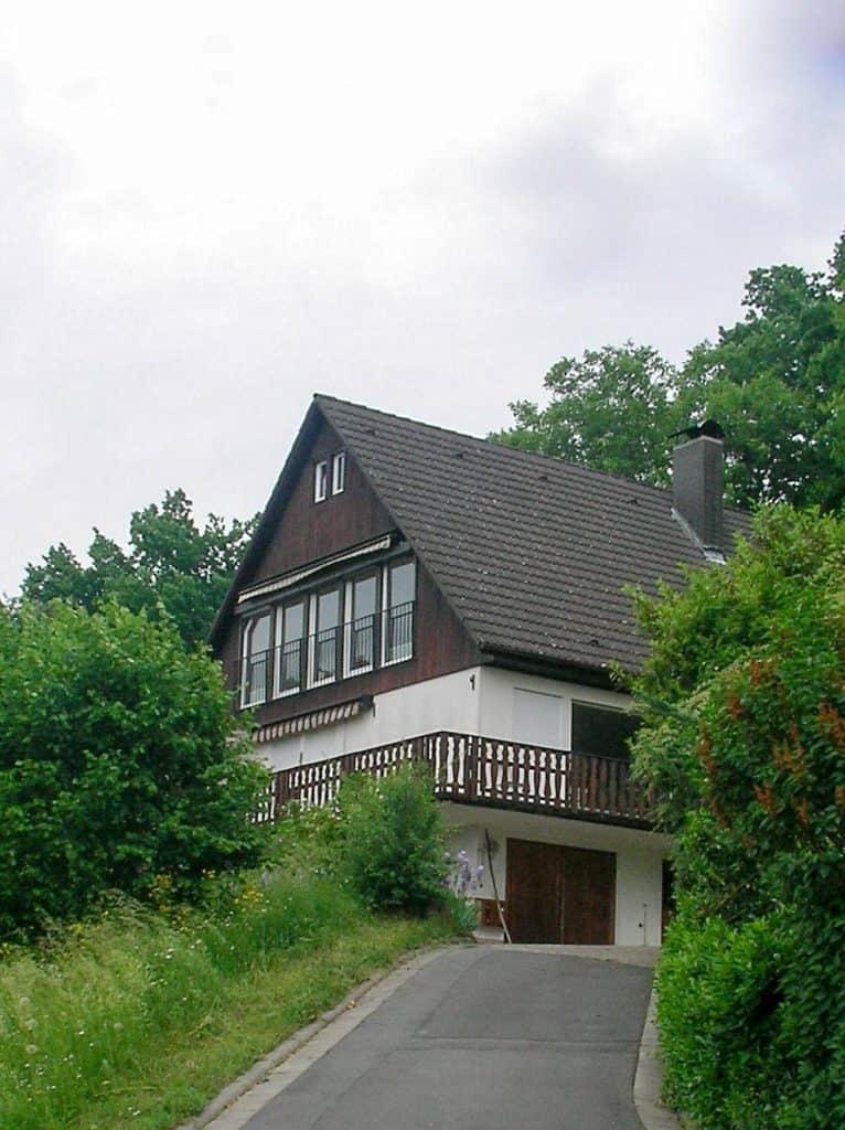 Holz-Lehm-Haus vor dem Neubau