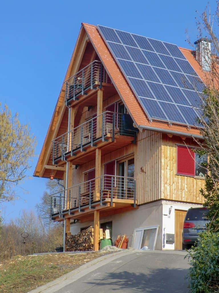 Holz-Lehm-Haus nach dem Neubau